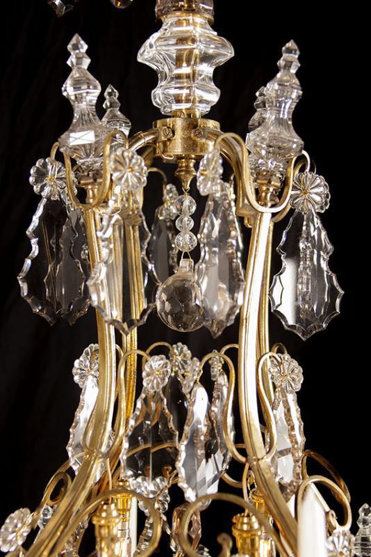 Grote antieke vergulde kristallen kroonluchter