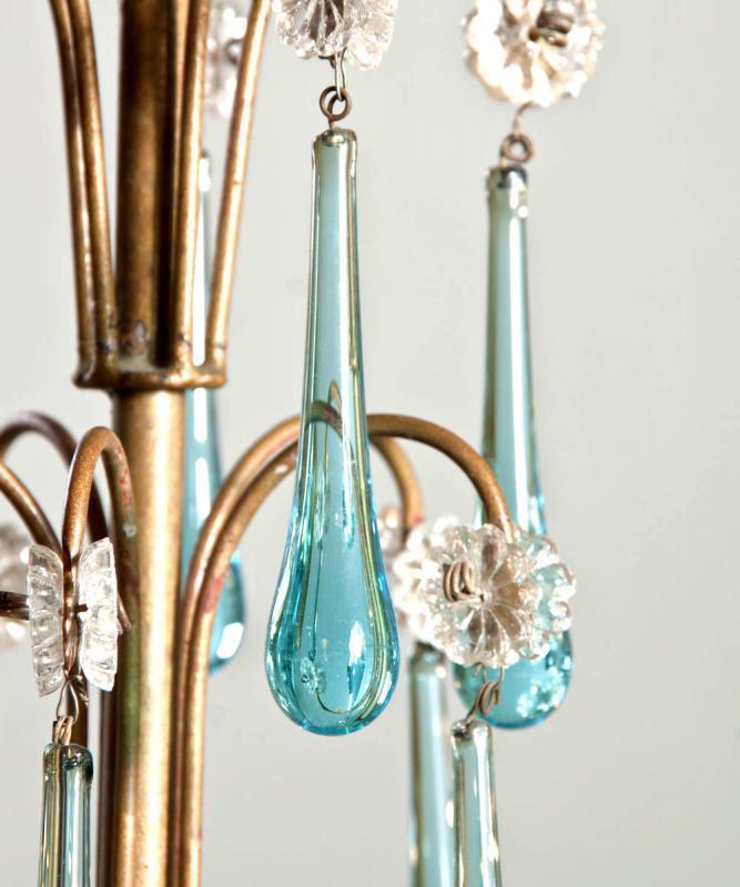 Italiaanse antieke kroonluchter met blauwe kristallen druppels