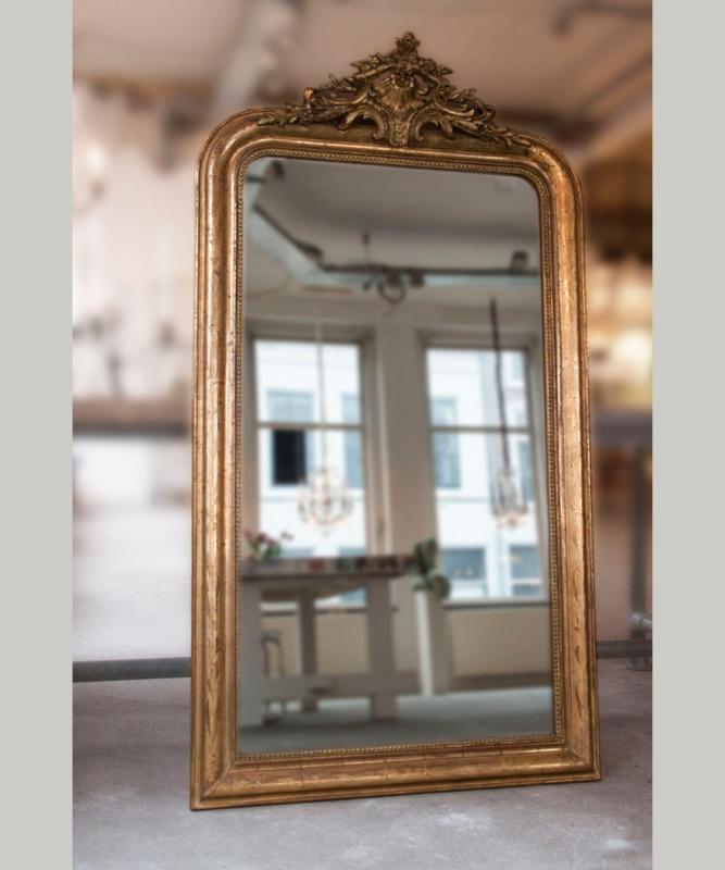 antieke franse spiegel met ornament. Black Bedroom Furniture Sets. Home Design Ideas