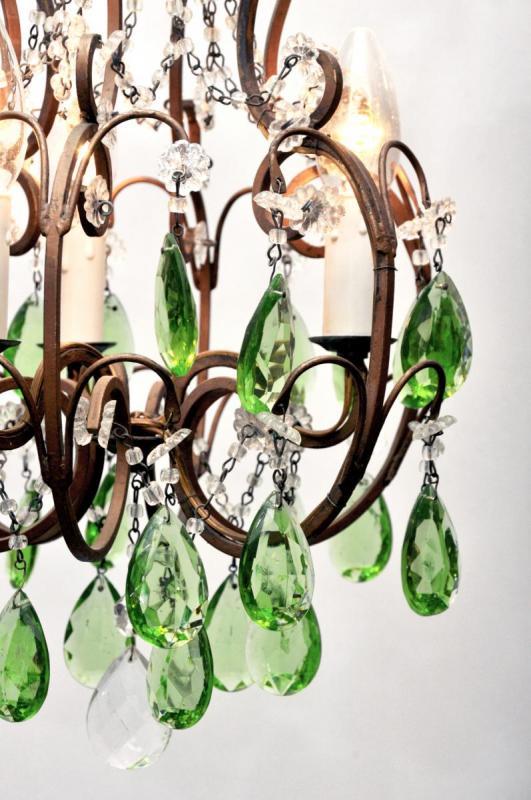 Antieke Italiaanse kroonluchter met groene kristallen pegels