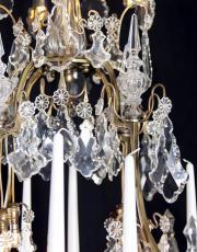 Grote franse antieke kroonluchter met kristallen pegels