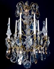 Franzoesischer antiker vergoldeter kristallener Kronleuchter
