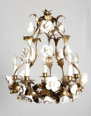 Italiaanse Hollywood regency kroonluchter met porseleinen bloemen