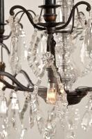 Grote zwarte antieke kristallen kroonluchter met kaarsen uit Frankrijk