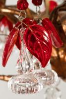 Italiaanse antieke kristallen kroonluchter met rode pegels