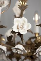 Italiaanse kroonluchter met porseleinen bloemen